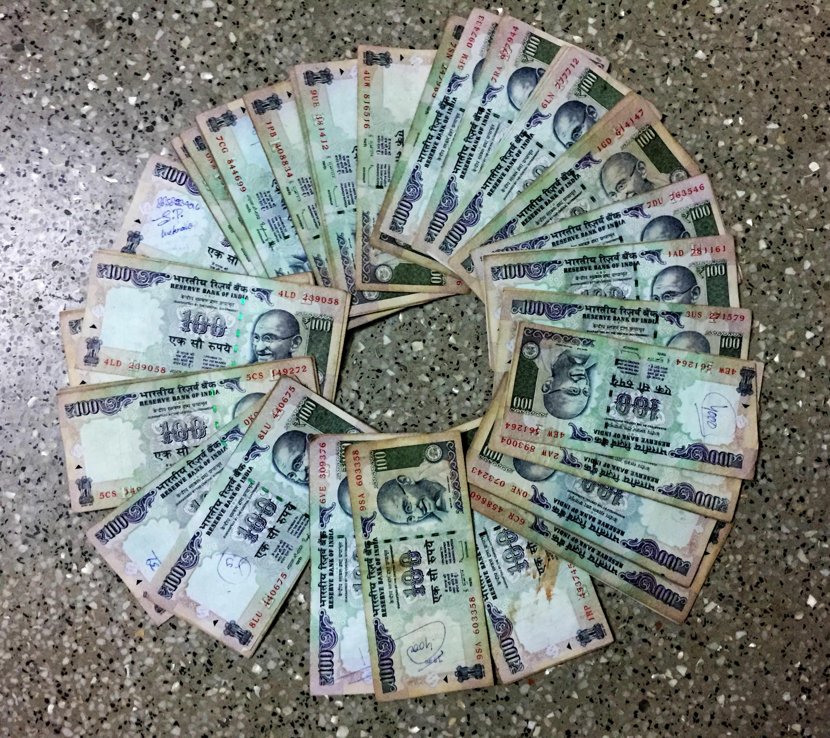 Indien Finanzkrise 100 Rupie Scheine