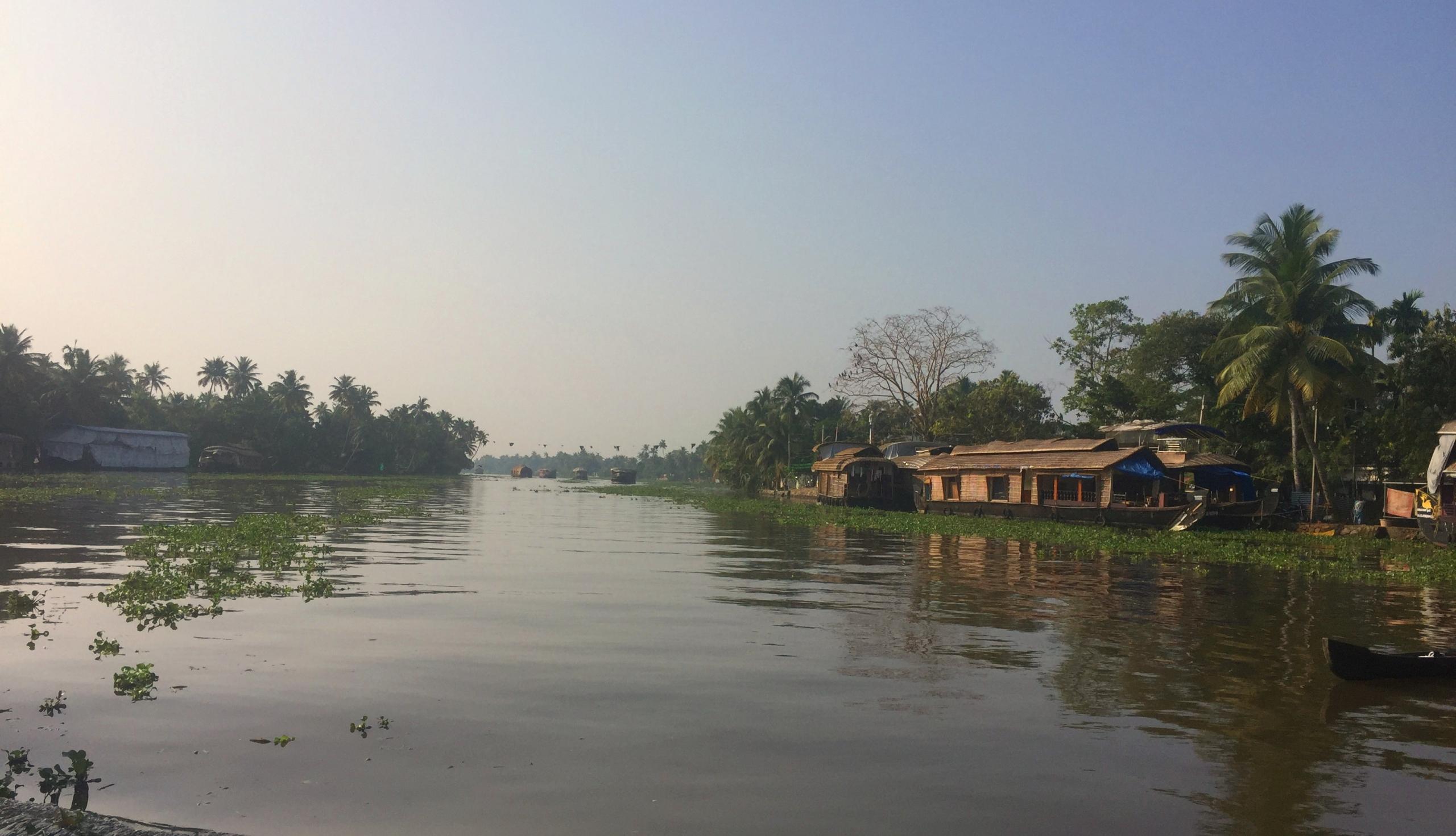 Aleppey Kerala Backwaters Fluss mit Hausbooten