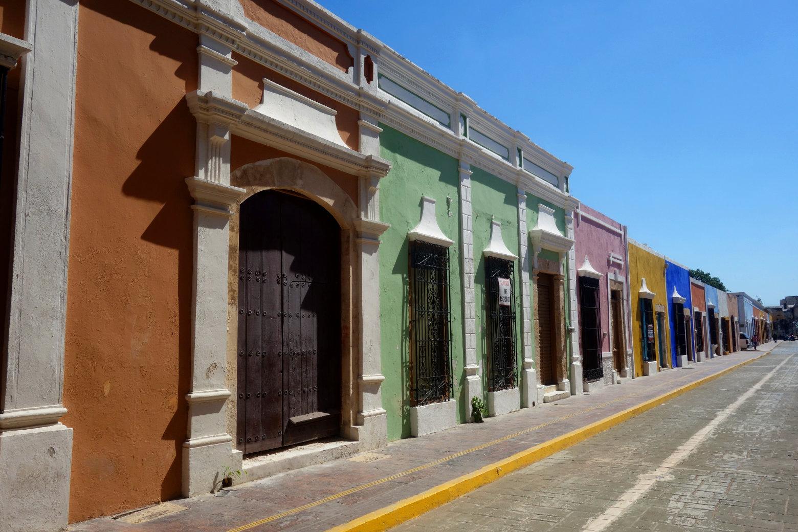 Mexiko Campeche bunte Häuser