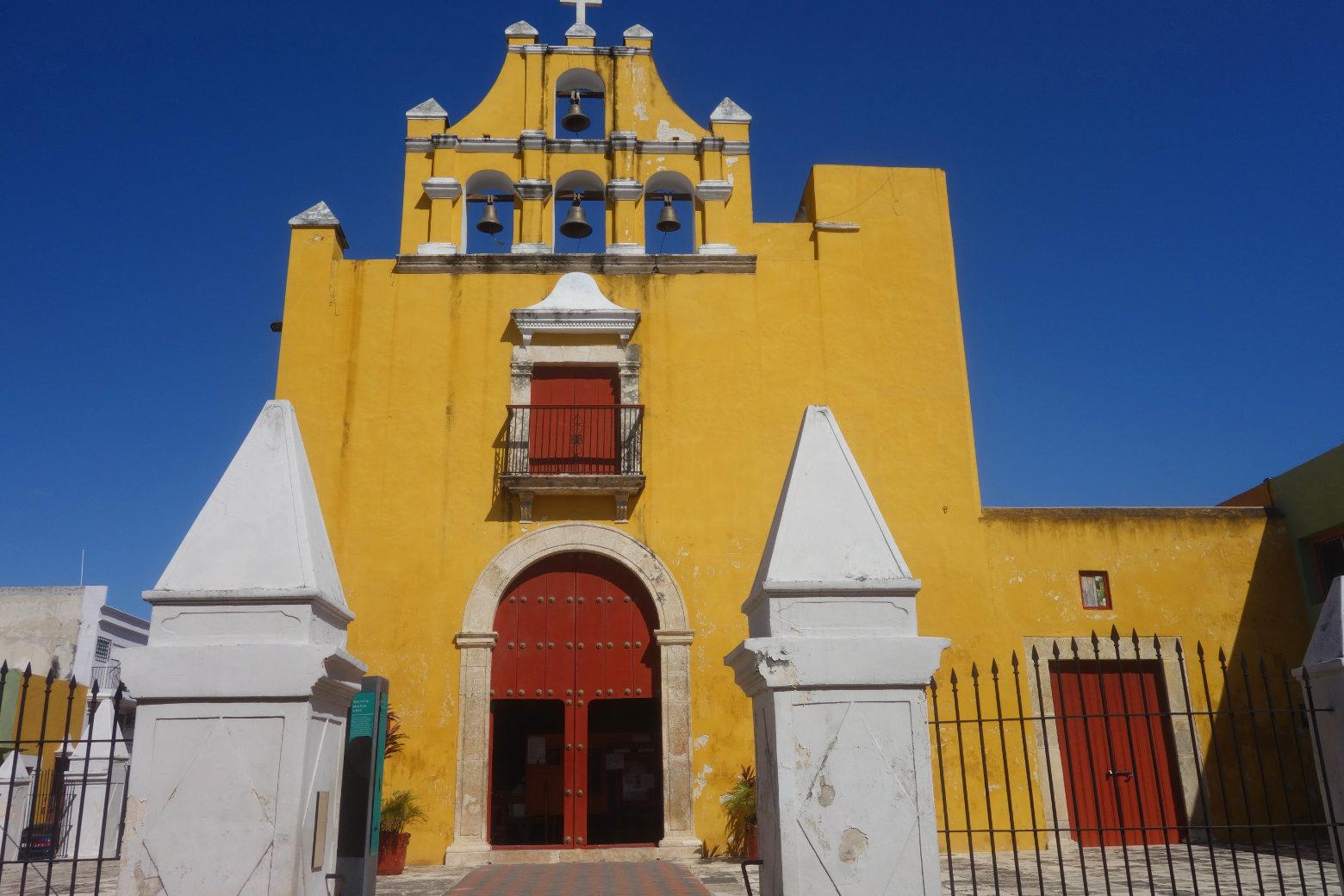 Mexiko Campeche gelbe Kirche