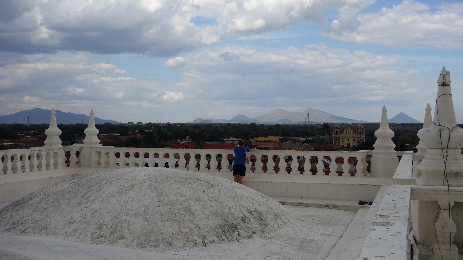 Nicaragua León Kathedrale Blick auf Vulkane