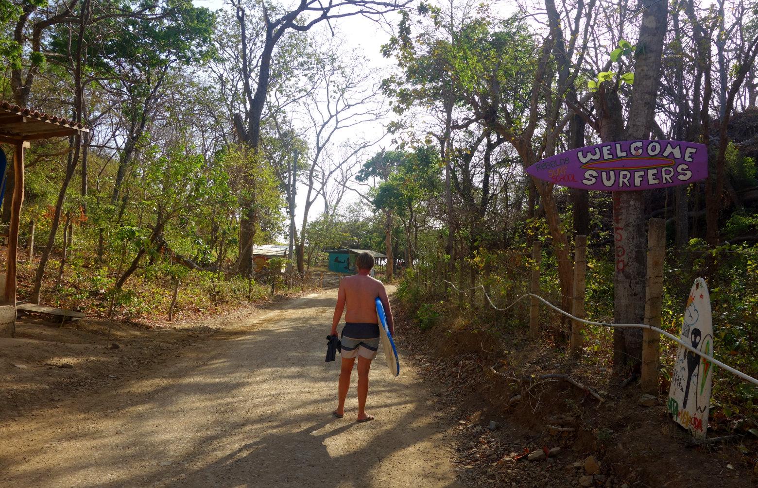 Nicaragua Playa Maderas Matthias mit Surfboard