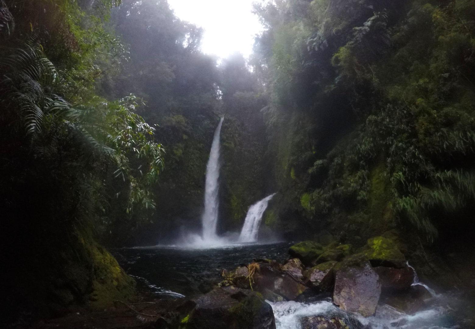 Chile Carretera Austral Wasserfall Parque Pumalin