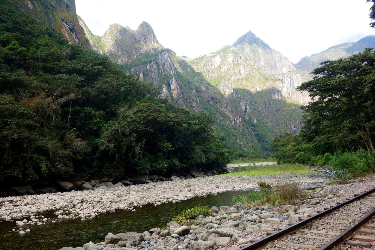 Salkantay Trek Blick von Schienen auf Berge