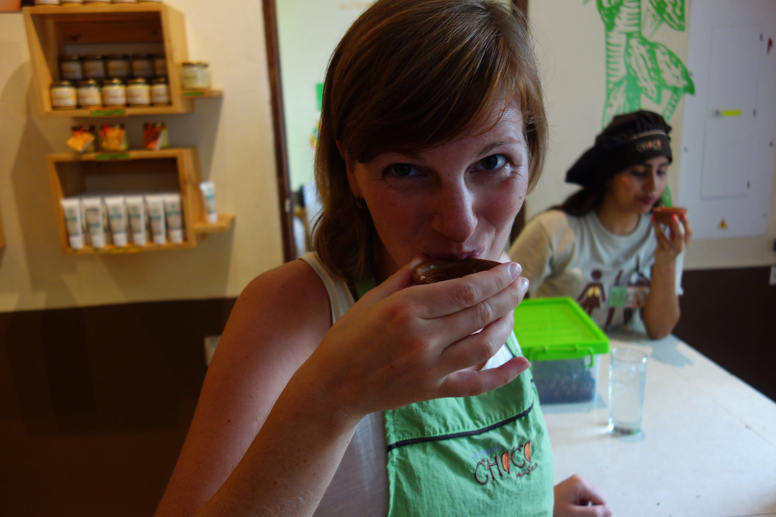 Cartagena Schokoladenkurs Franzi probiert