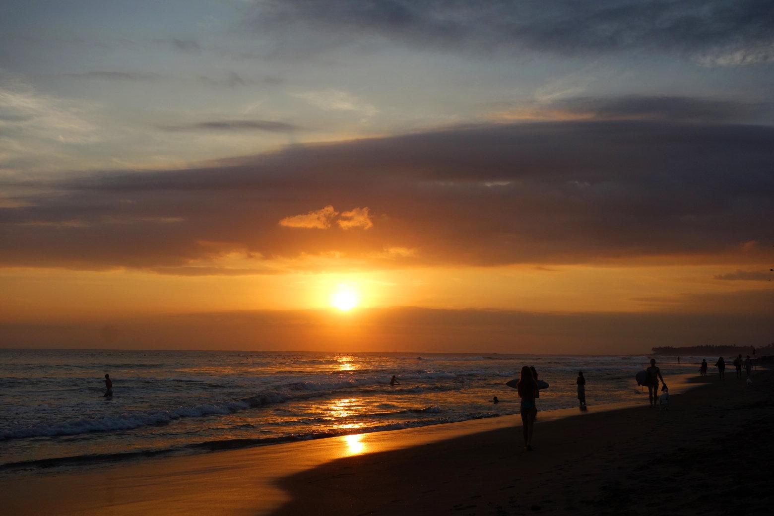 Sonnenuntergang in Canggu am Echo Beach auf Bali