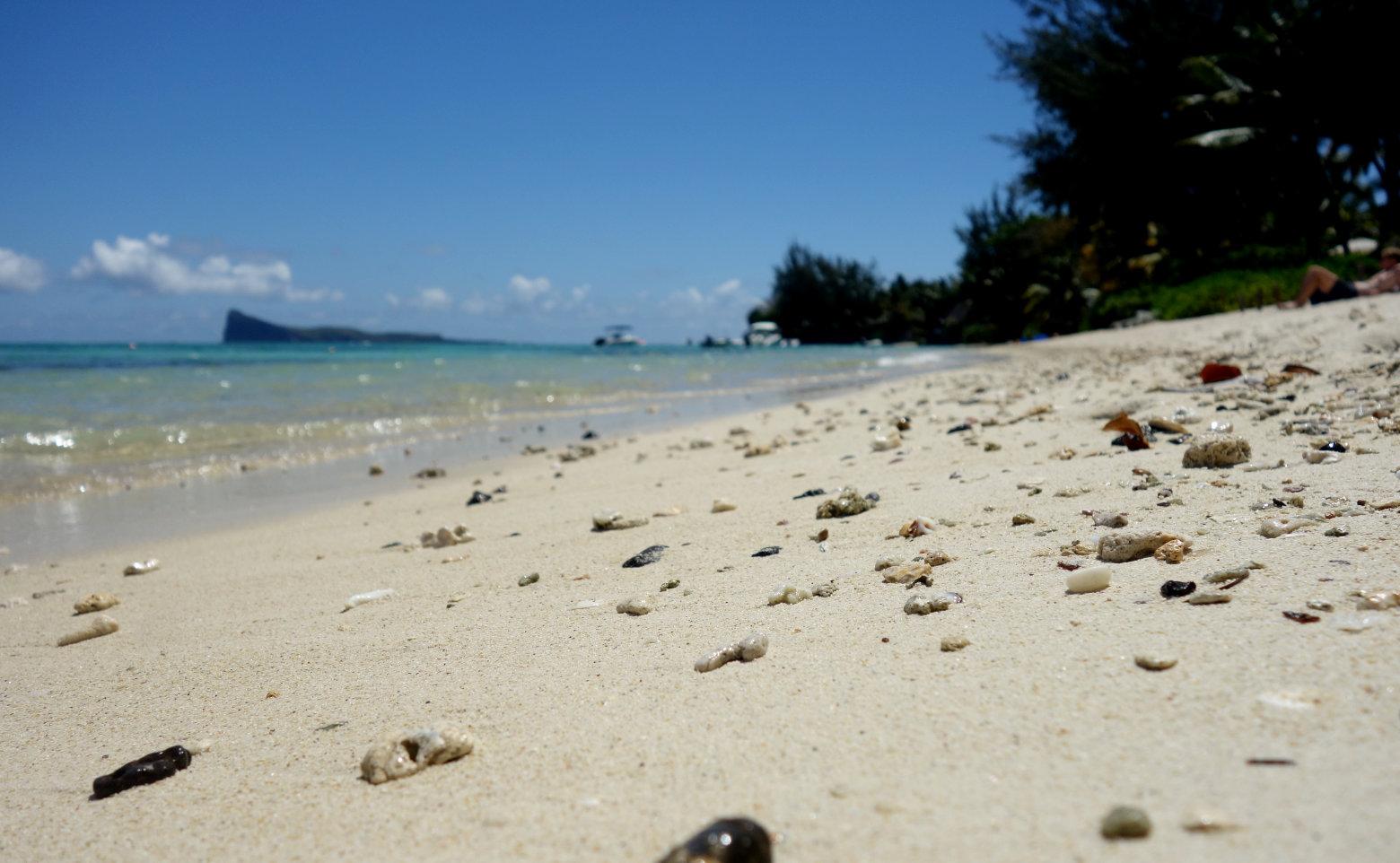 Pereybere Strand mit Steinen