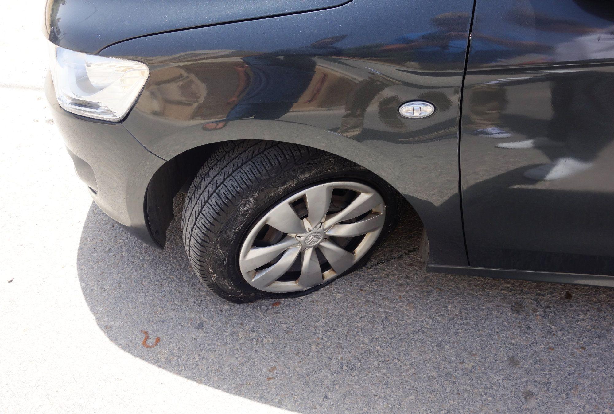 Jordanien Rundreise Auto Platter Reifen