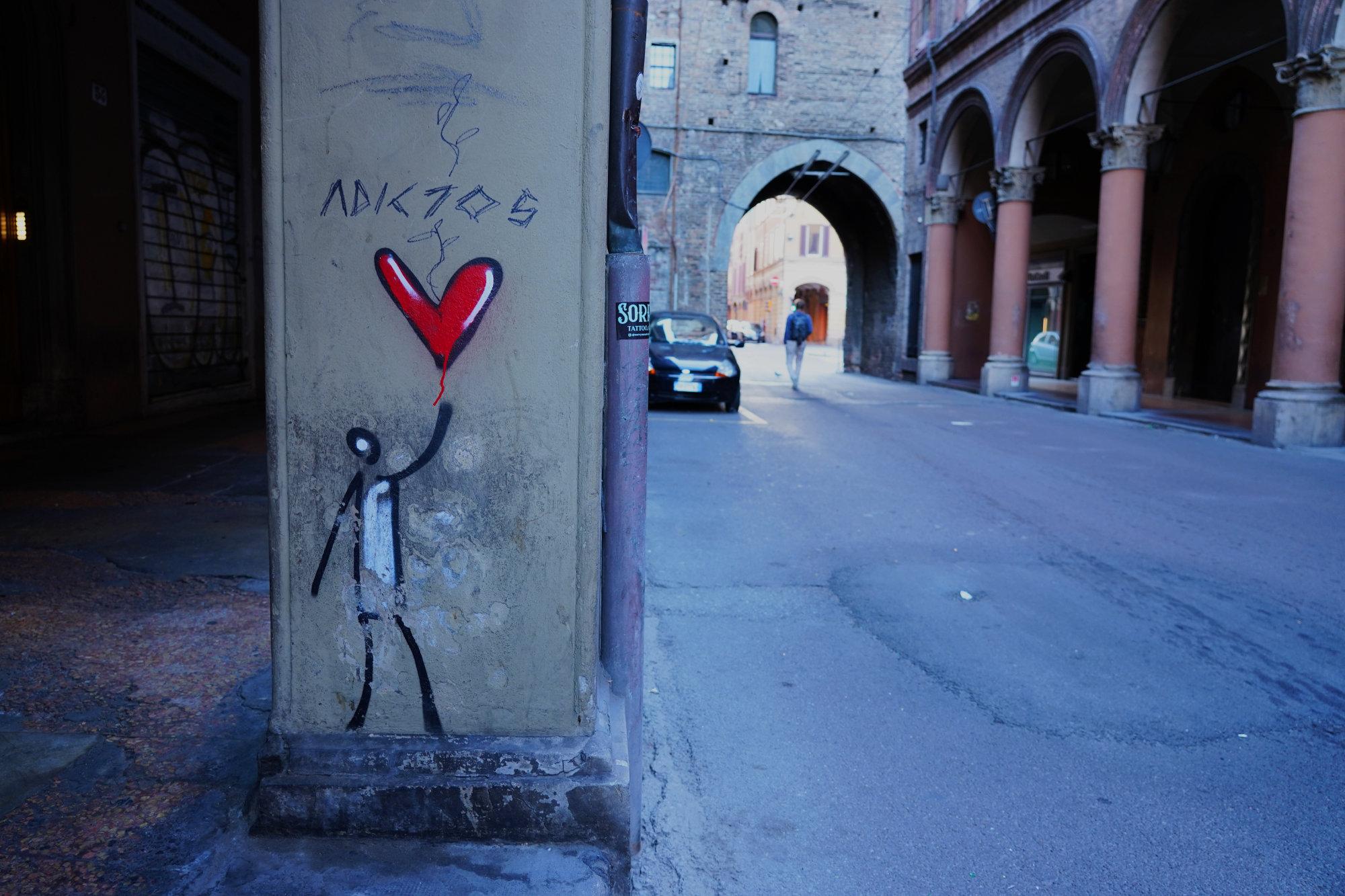 Bologna Arkade und Graffiti