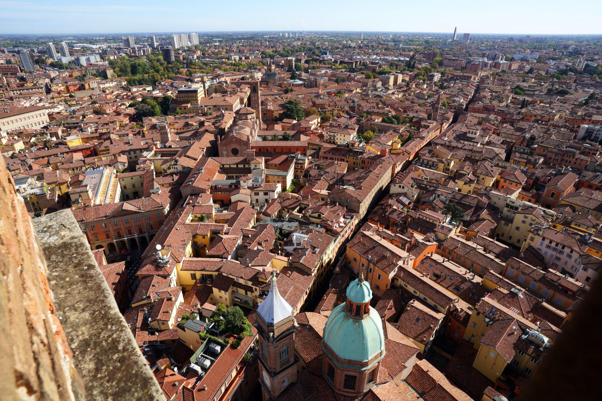 Bologna Blick Torre Asinelli rote Häuser