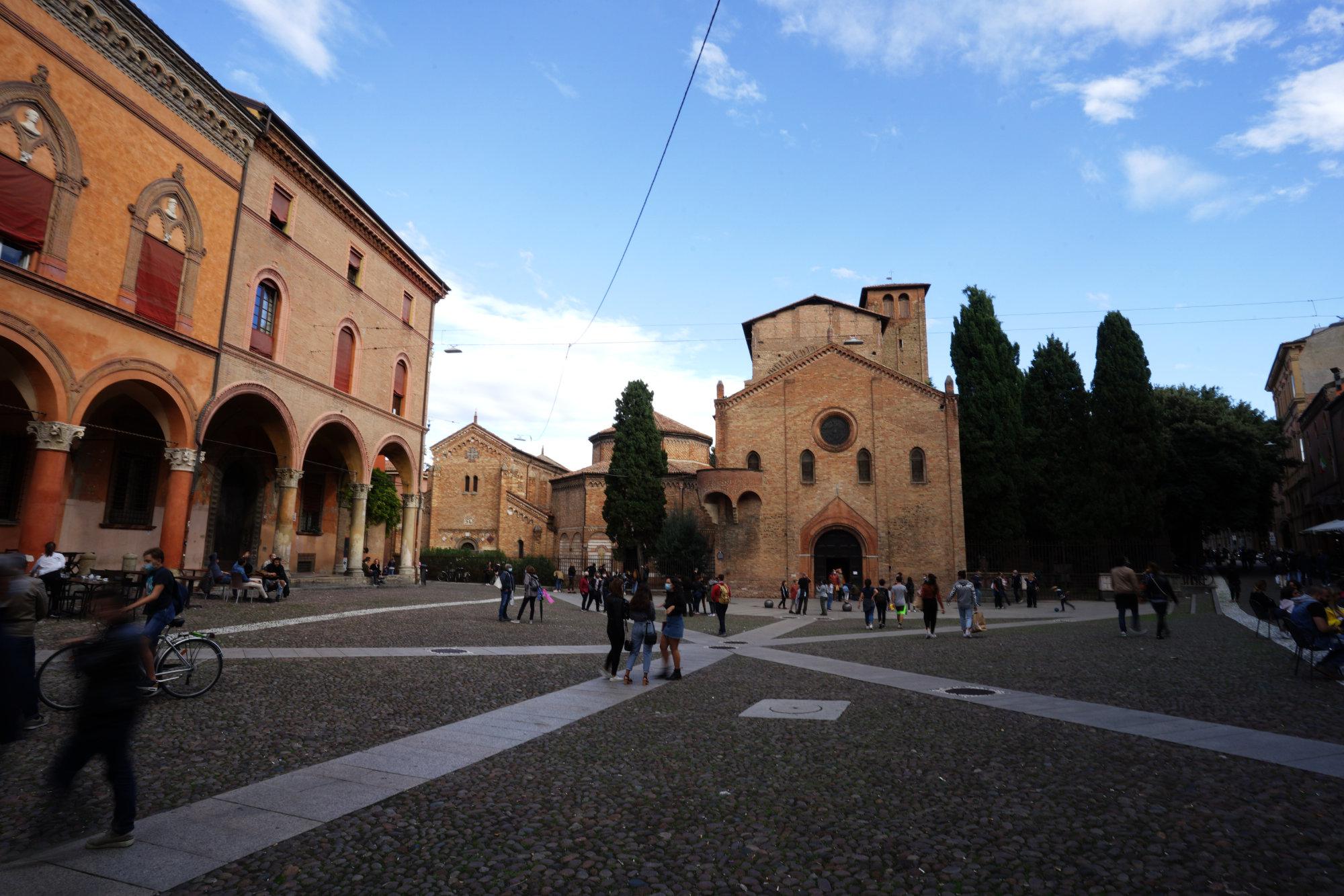 Bologna Piazza Santo Stefano voll