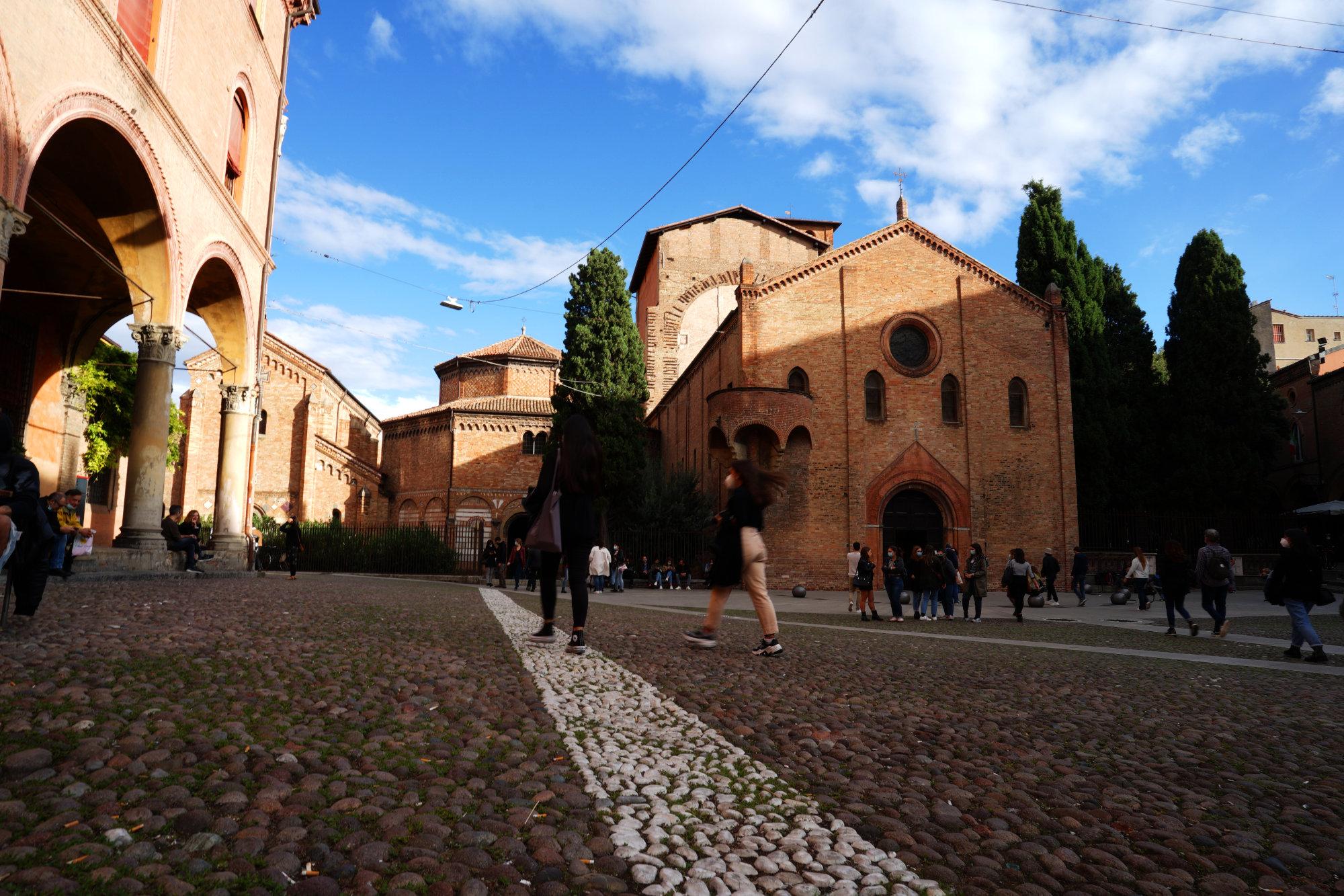 Bologna Santo Stefano Platz und Kirche