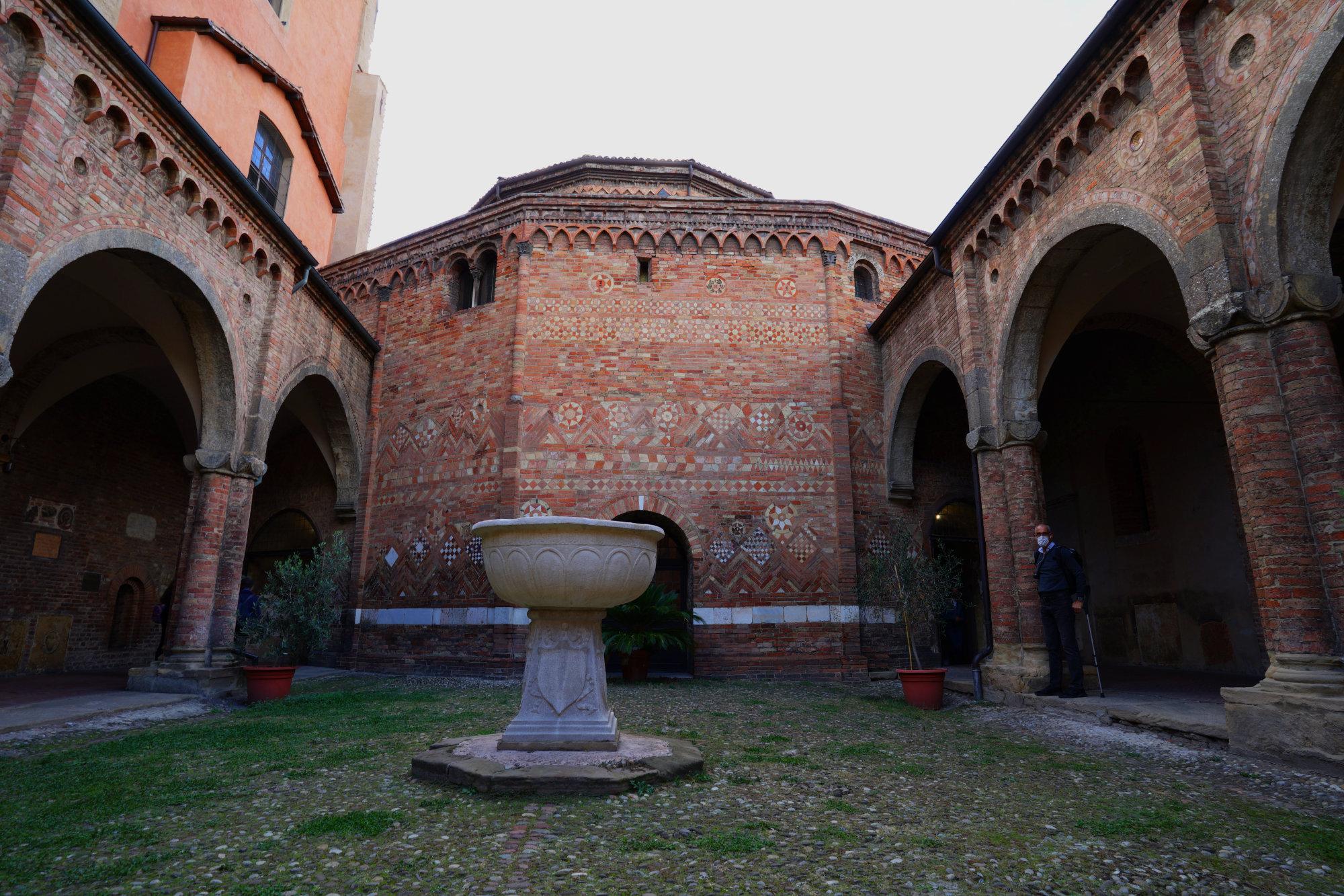 Bologna Santo Stefano innen