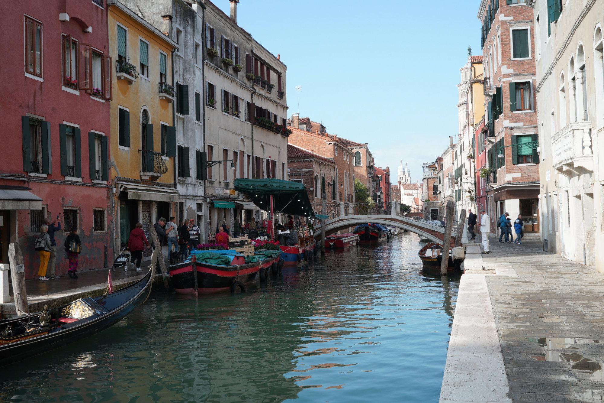 Venedig Campo San Barnaba Marktboot
