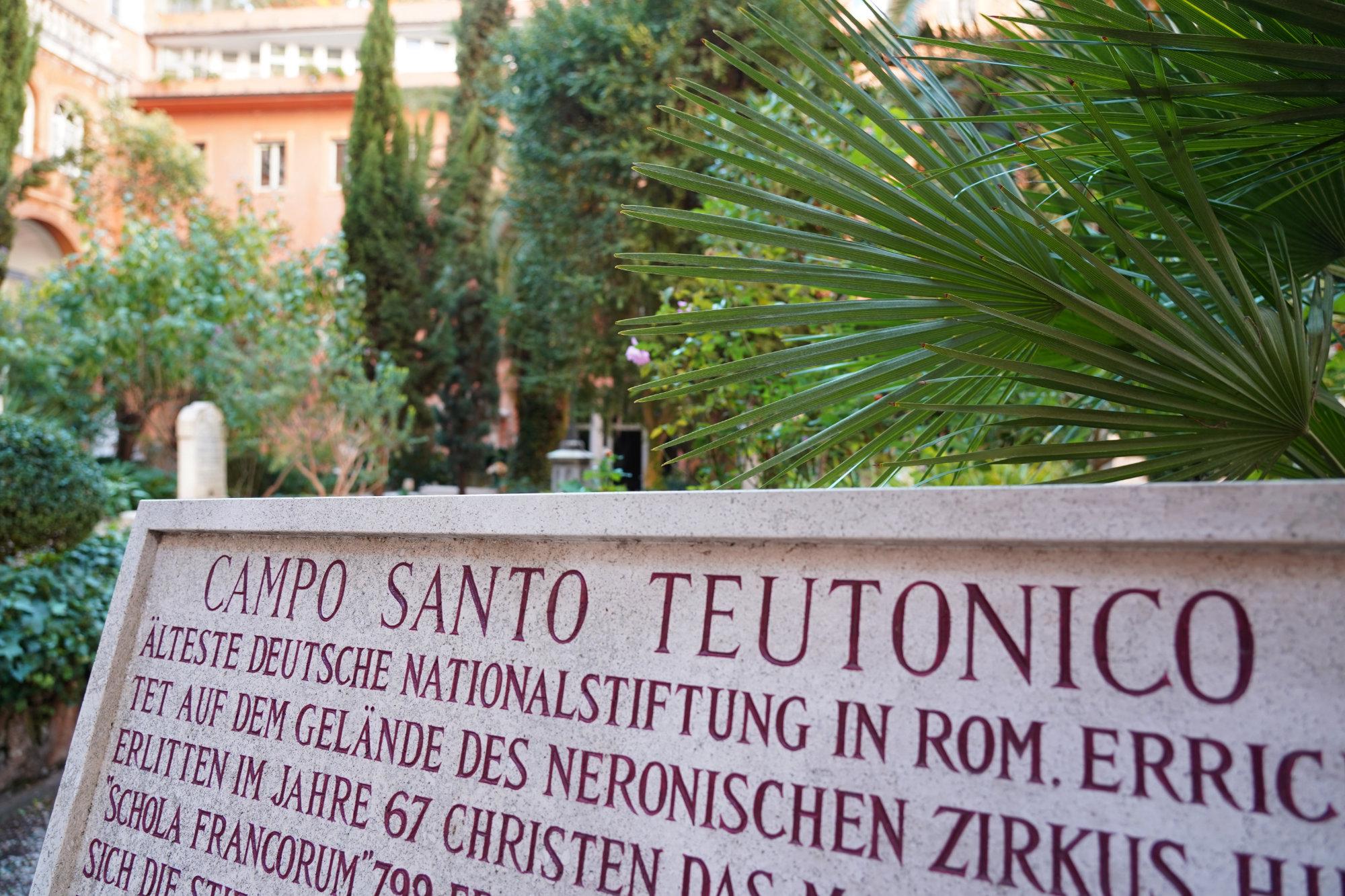 Vatikan Deutscher Friedhof Schild
