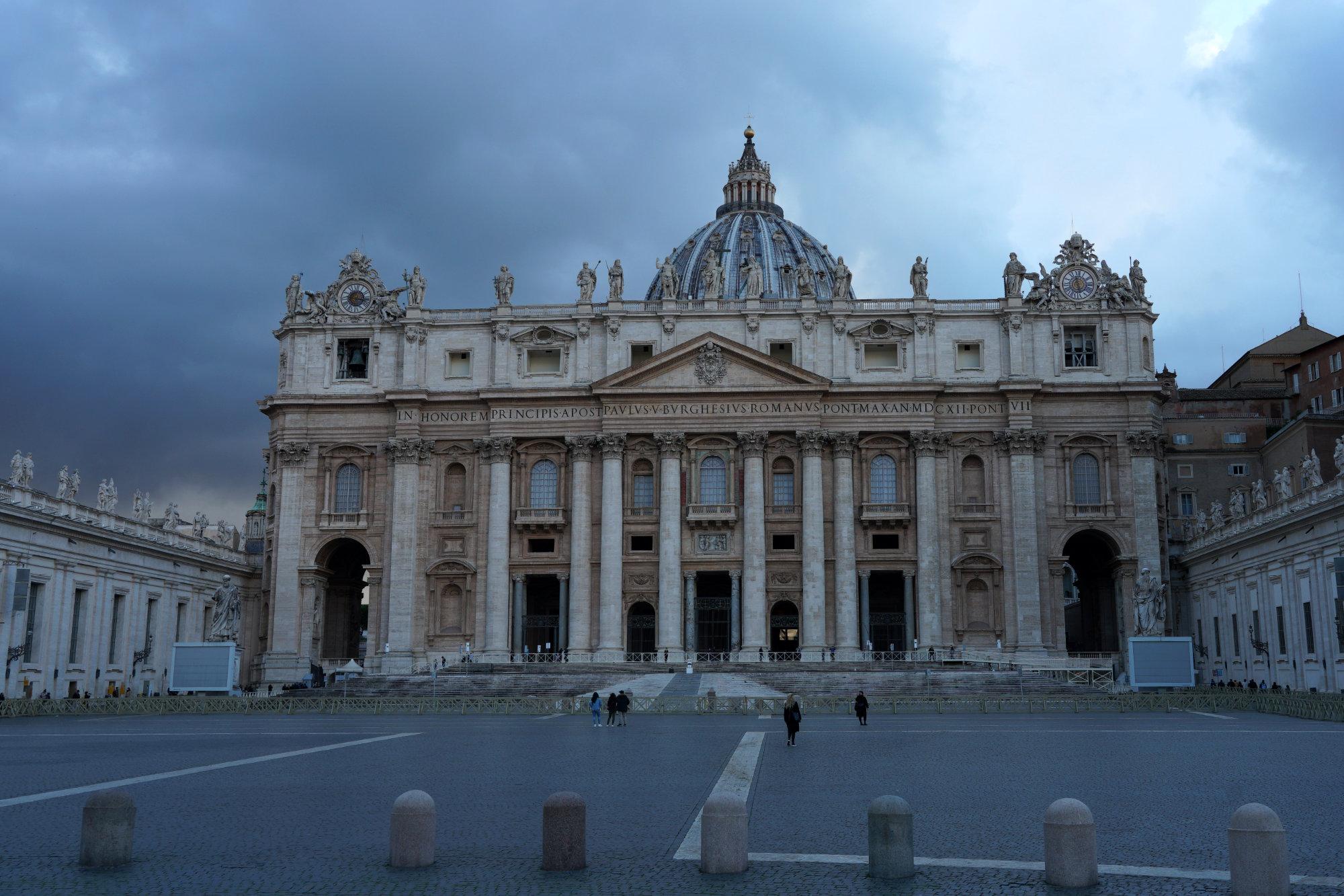 Vatikan Petersdom Abend