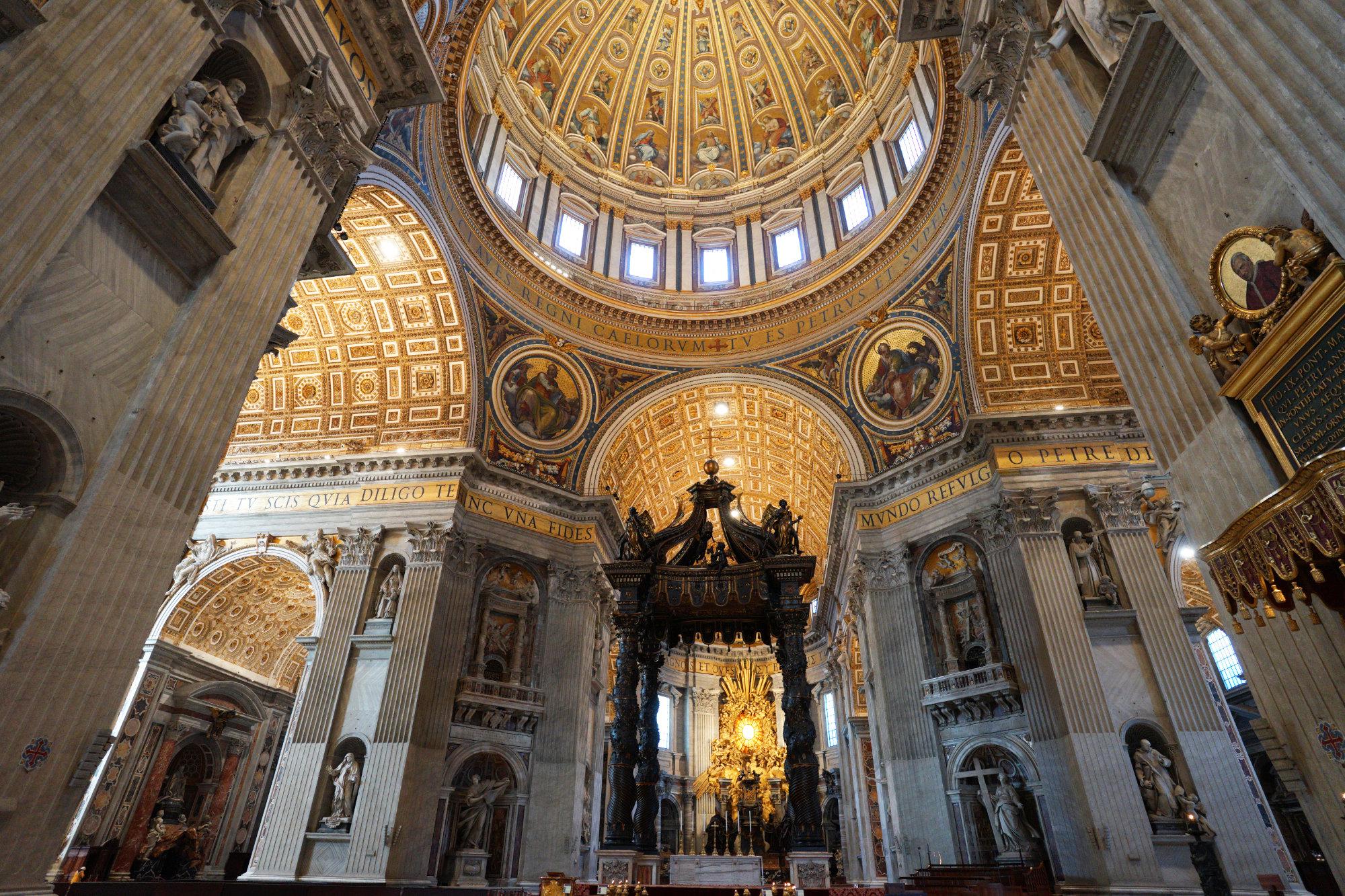 Vatikan Petersdom Altar und Kuppel