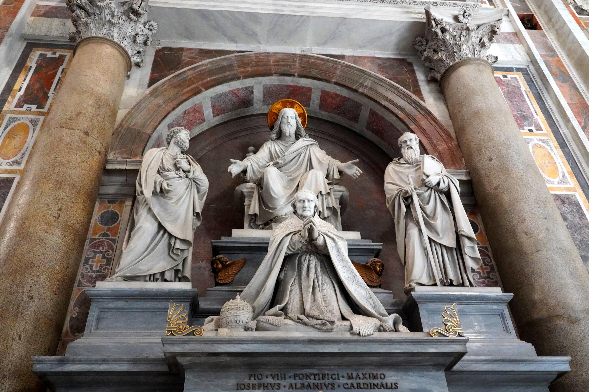 Vatikan Petersdom Statuen Päpste